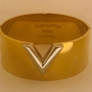Louis Vuitton Hold Silver V Cuff Bracelet